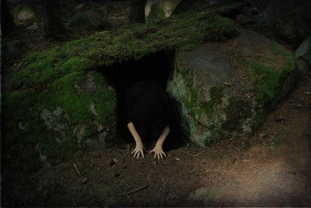 creepy-darkness-girl-hands-hole-favim-com-245552